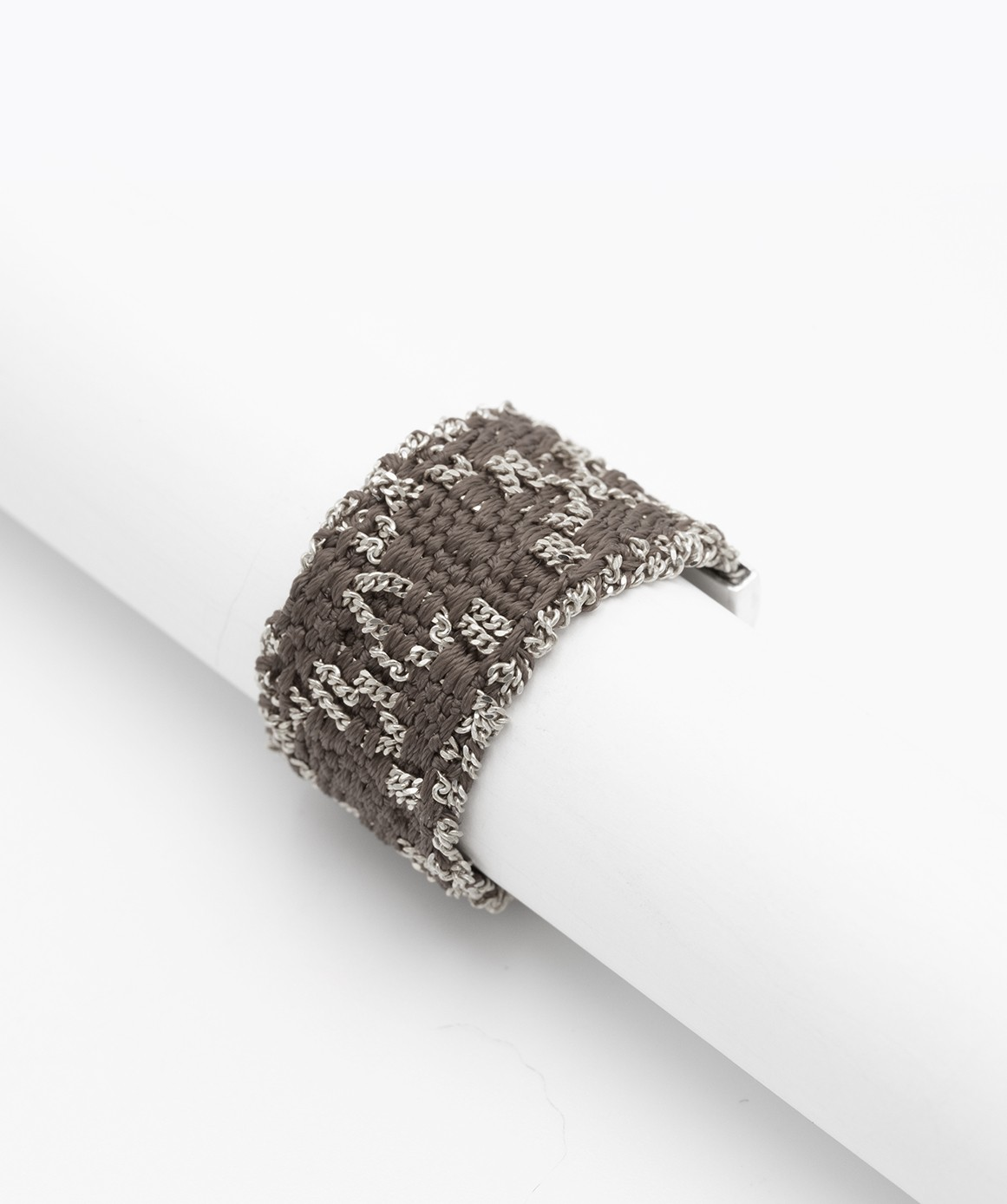 RHOMBUS Ring in Sterling Silver Rhodium plated. Fabric: Brown