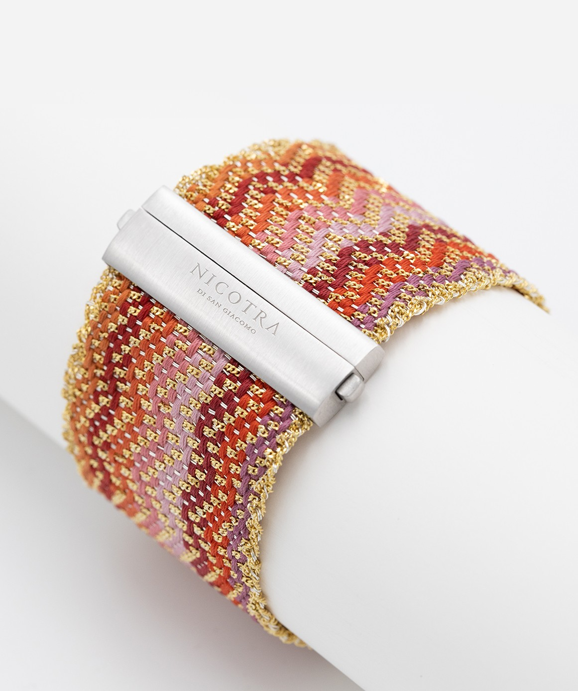 ZIG ZAG Bracelet in Sterling Silver 18Kt. Gold plated. Fabric: Silk Shades of Red